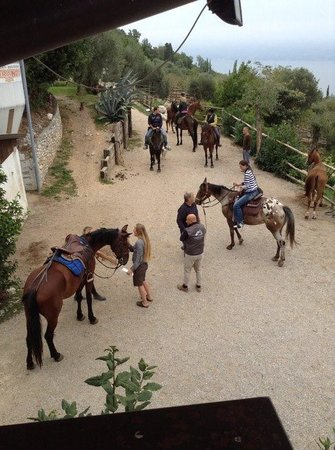 Agriturismo Scuderia Castello: un gruppo in partenza