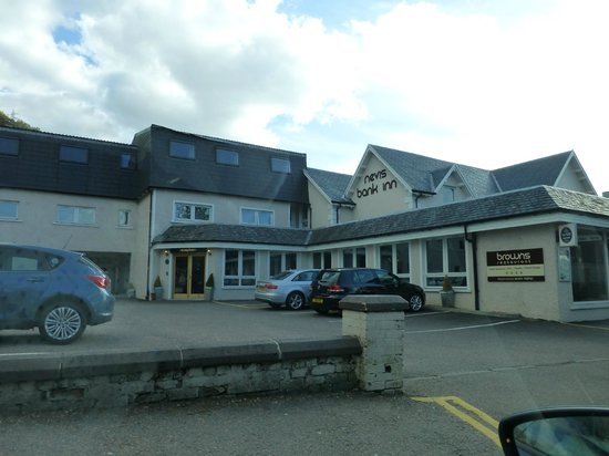 Nevis Bank Inn: Hotel from the road