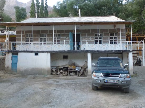 Zaminkaror: Front des B&B guesthouse in Margheb