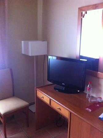 Hotel Don Juan: escritorio habitación