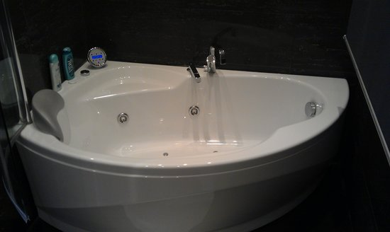 Lounge Bed & Breakfast: vasca idromassaggio