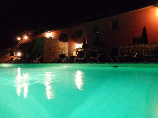Podere Benintendi : La piscina de noche