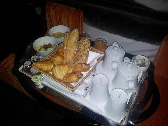 Chateau de Mery : Petit-déjeuner en chambre