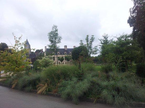 Chateau de Mery : Le château près de l'hôtel