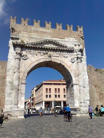 The Tiberius Bridge : arco di Augusto