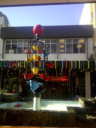 Cuba Street District: Bucket Fountain