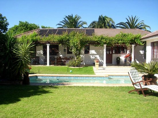 3 Palms Luxury Cottage: Wohnhaus mit Pool