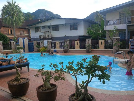 Phi Phi Hotel: Pool view
