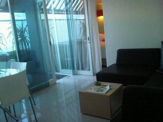 HARRIS Hotel & Residences Sunset Road : Simple comfort living room