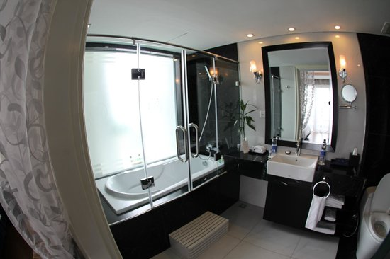 Church Boutique Hotel Hang Gai : Bathroom