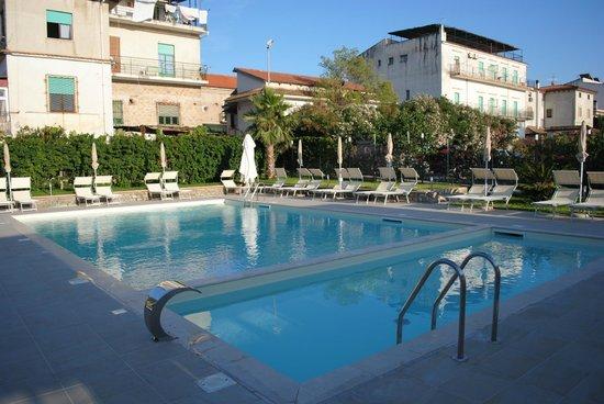 Hotel Mareluna: La piscina