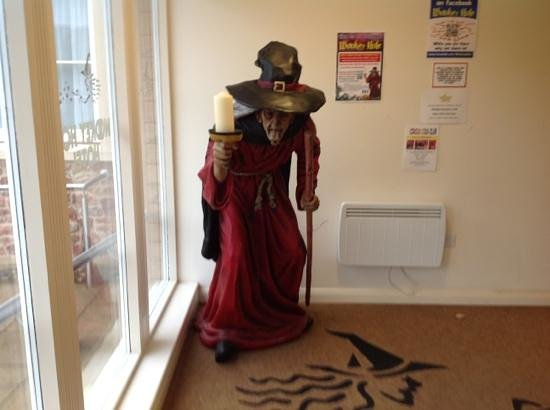 Wookey Hole Hotel: wookey witch in entrance