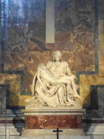 Bob's Limousines & Tours in Rome: Michelangelo's Pietà, in the Basilica