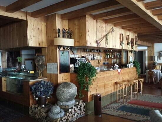 Hotel Cristallino d'Ampezzo: bar e sala colazione