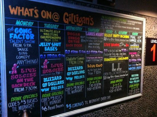 Gilligans Backpackers Hotel & Resort: Sign of what's on at Gilligans for the week!