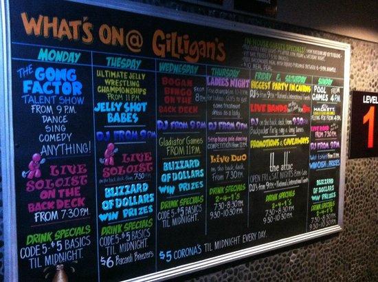 جيليجانز باكبيكرز هوتل آند ريزورت: Sign of what's on at Gilligans for the week!
