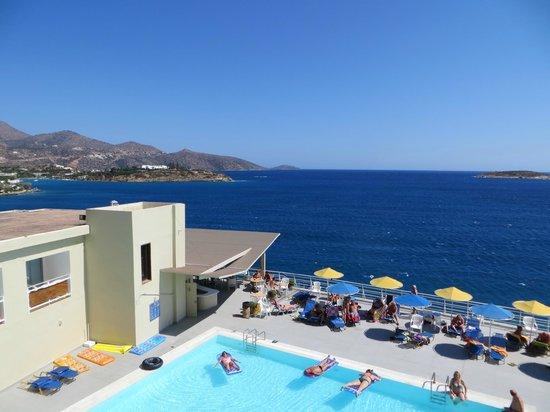 Coral Hotel: Zwembad op het dak.