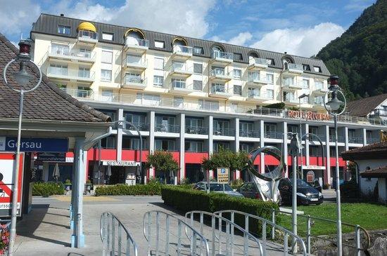 Seehotel Riviera: Blick von der Schifflände