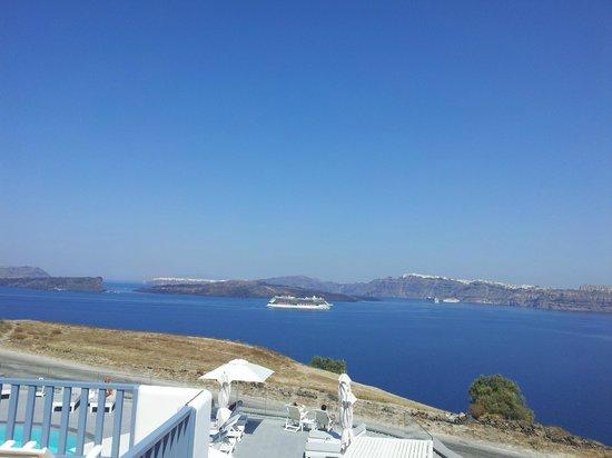 Acroterra Rosa Luxury Suites: View