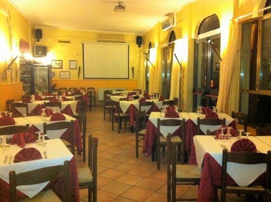 La Vela: Sala ristorante con karaoke