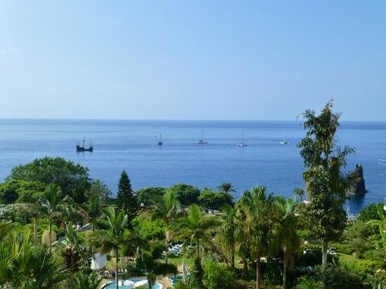 Porto Mare Hotel: various boats passing each day