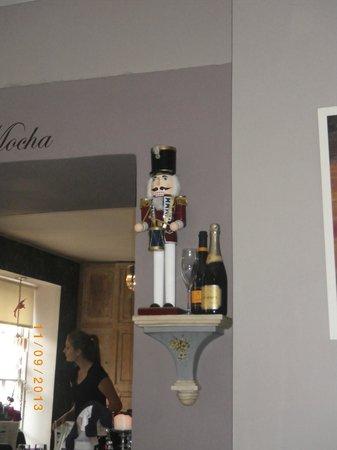 Cafe Mocha: Inside