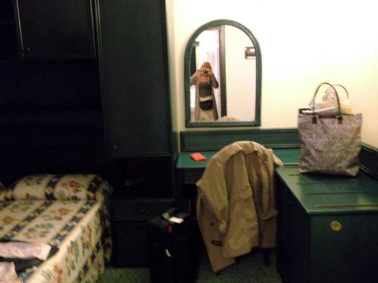 Hotel Brioni Mare: la chambre à deux lits jolie déco