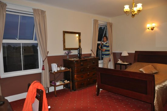 Fountain Guest House: our spacious room