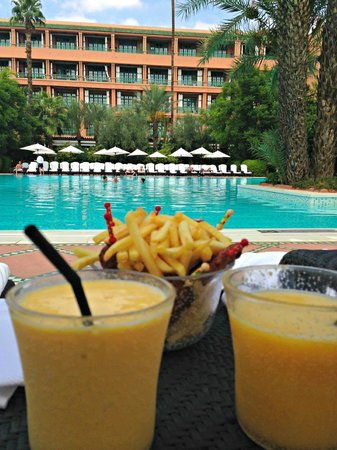 La Mamounia Marrakech: Realxing by the Pool..