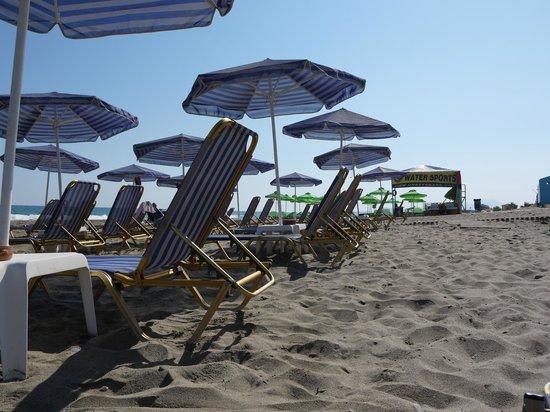 Esperia Beach Hotel Apartments: Пляж