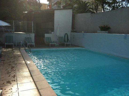 """Hotel Castel Vecchio : La """"magnifique"""" piscine sur le toit"""