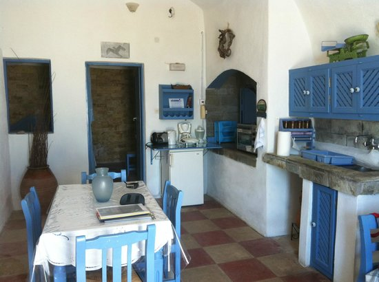 Santorini Villas: This is the kitchen/dining room