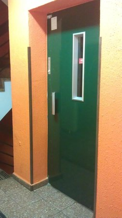 Amadeus am Kurfürstendamm: Old elevator