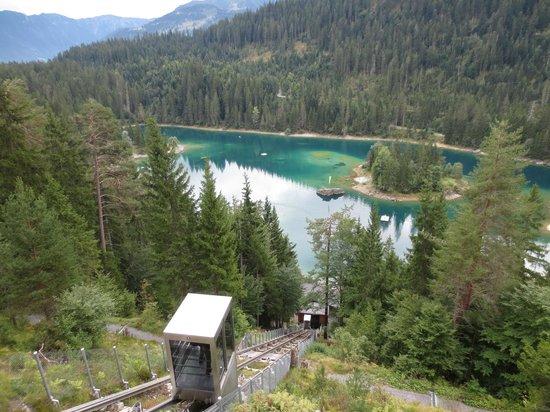 Flims, Switzerland: Die moderne Standseilbahn zum Caumasee