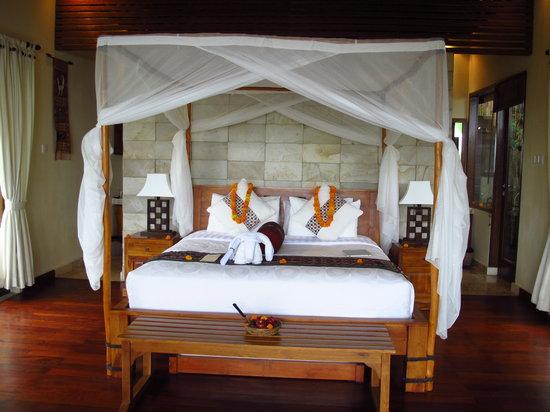 Munduk Moding Plantation : Four poster bed