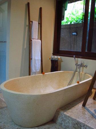 Munduk Moding Plantation: Bathtub