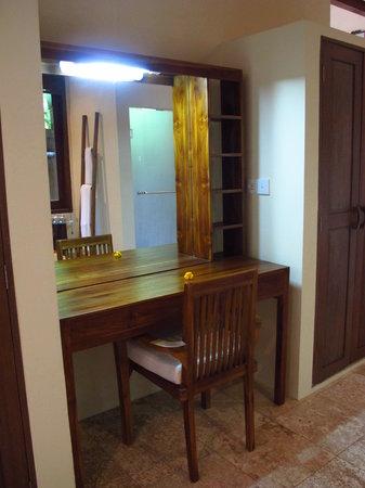Munduk Moding Plantation: Dressing Table