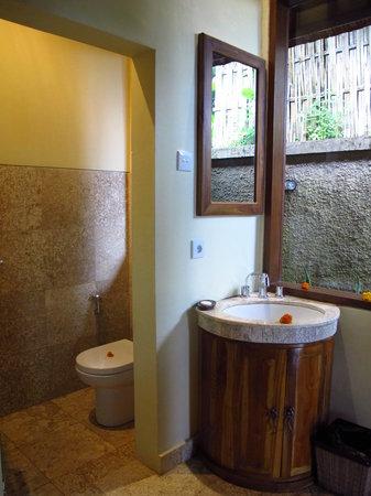 Munduk Moding Plantation: WC & 2nd sink