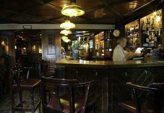 Caffrey's of Batterstown: Bar