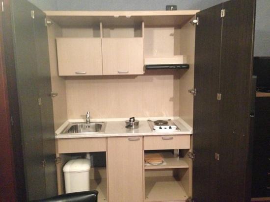 Hotel Residence & Suite: кухня-шкаф