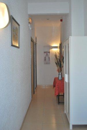 Hotel Roc de Sant Miquel: hallway