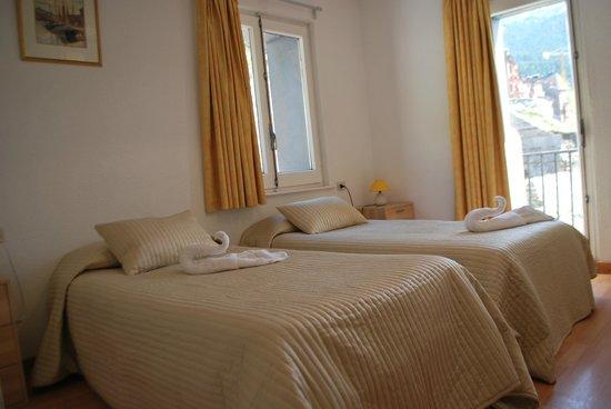 Hotel Roc de Sant Miquel: twin room with balcony