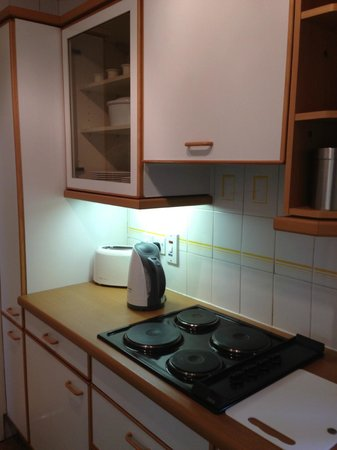 23 Greengarden House Serviced Apartments : kitchen