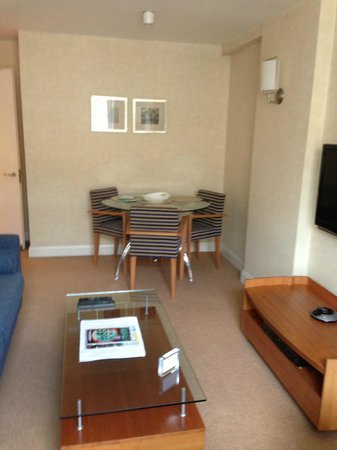 23 Greengarden House Serviced Apartments : dining area