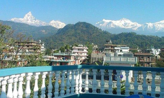 Green Tara Hotel: Вид на Гималаи с крыши отеля