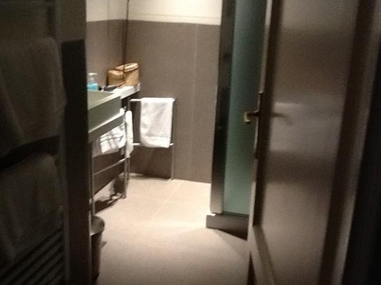 Residenza Cavour: clean bathroom!