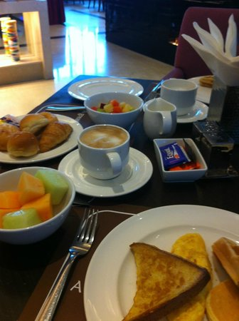 The Grand Fourwings Convention Hotel: le petit dej