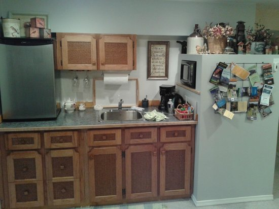 Garden View Cottage Bed & Breakfast: very well equipped kitchen, Washer and dryer available