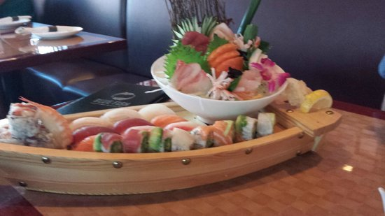 Blue Fish Sushi   Fresh Live Scallop Sushi And Sashimi Picture Of Blue Fish Ocean