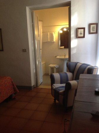 Hotel Annalena: Large bathroom